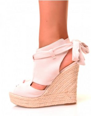 Sandales compensées en suédine roses pâles