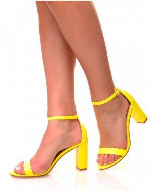 Sandales effet vernies jaunes fluo à talons carrés
