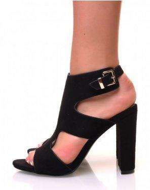 Sandales en suédine noire ajourées à talons carrés