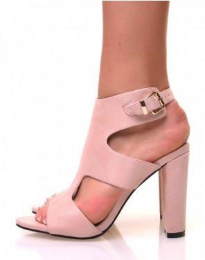 Sandales en suédine rose pale ajourées à talons carrés