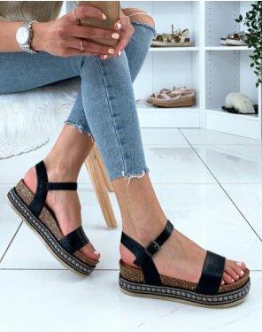 Sandales grainées vernies noires à plateformes et clous argentés