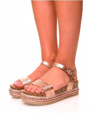 Sandales grainées vernies rose gold à plateformes et clous