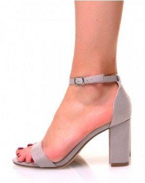 Sandales grises en suédine à talons carrés