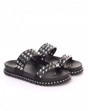 Sandales noires à clous carrés