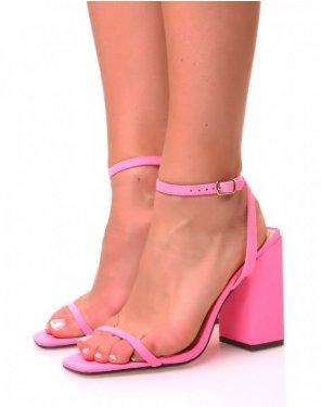 Sandales roses néon à large talons carrés