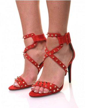 Sandales rouges cloutées