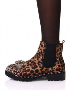 Bottines léopard à semelle perlée et détails clous