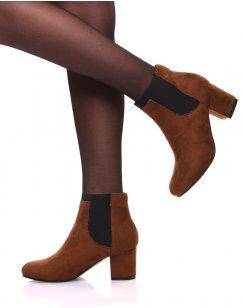 Chelsea boots camel entièrement en suédine talons mi haut