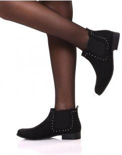 Chelsea boots noirs en suédine ornés de clous