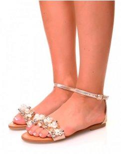 Nu-pieds dorés à détails perlés et coquillages