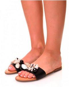Nu-pieds noirs à détails perlées et coquillages