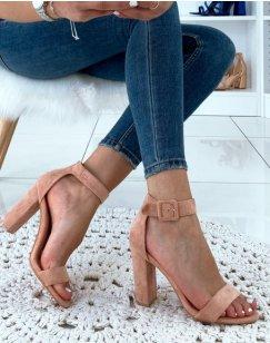 Sandales à talons roses en suédine