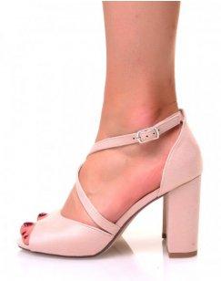 Sandales beiges en suédine à talons carrés et lanières croisées
