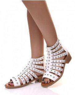 Sandales blanche à multiples lanières cloutées