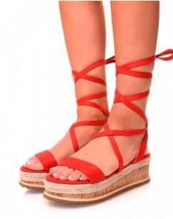 Sandales compensées en suédine rouge à lacets