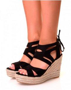 Sandales compensées noires en suédine à détails argentés et lacets