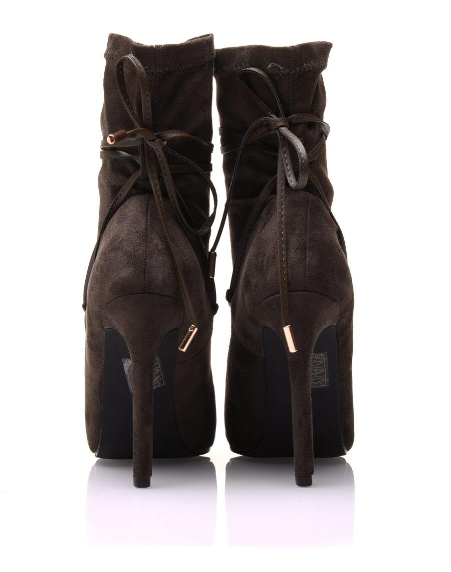 bottines chaussettes kaki talons aiguilles. Black Bedroom Furniture Sets. Home Design Ideas