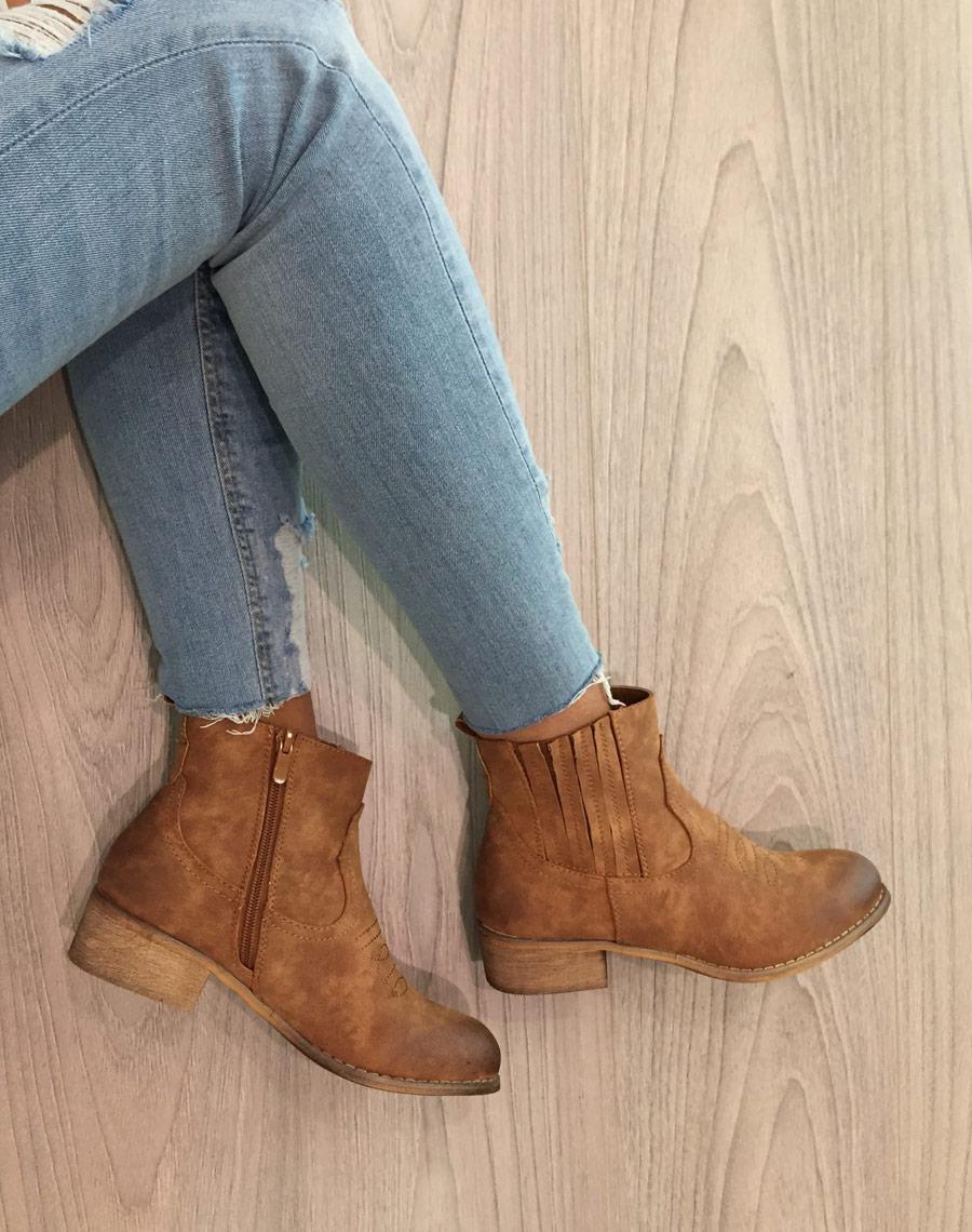 vente limitée chaussures exclusives bas prix Bottines santiag camelles avec coutures décoratives