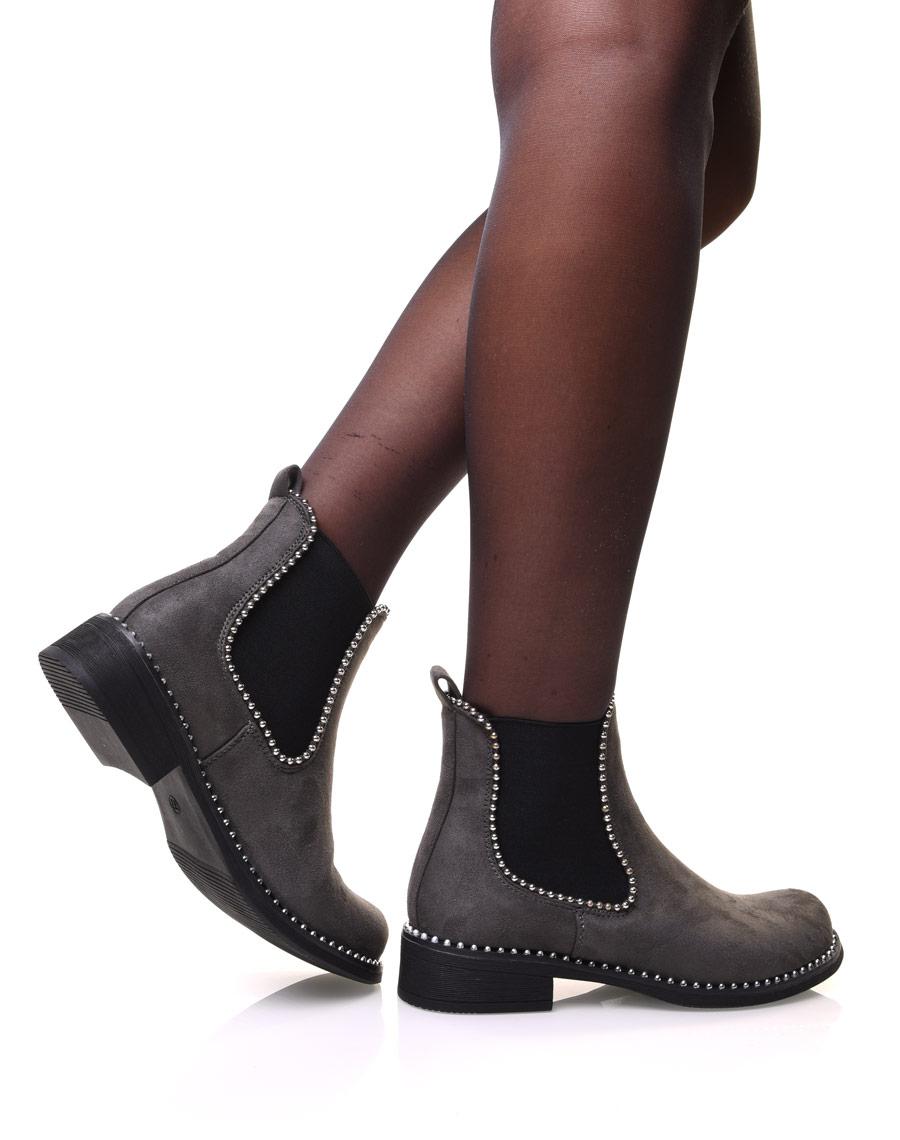 Chelsea boots grises en suédine à détails perles