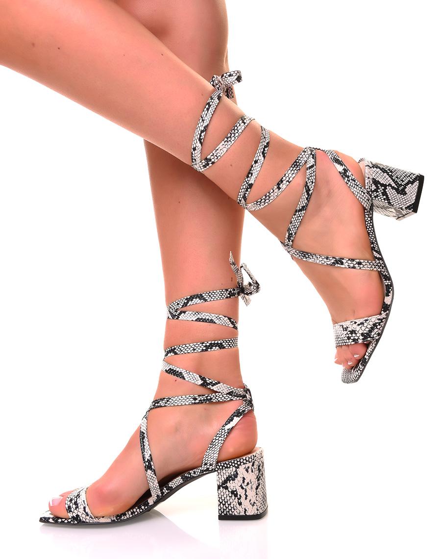 Sandales en similicuir à petits talons et lacets