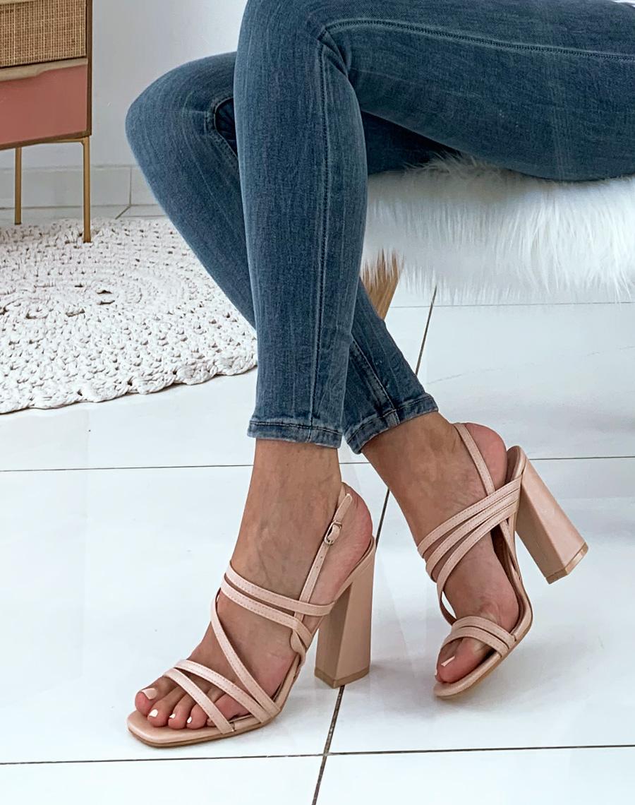 Sandales noires à lacets et talons carrés chunky