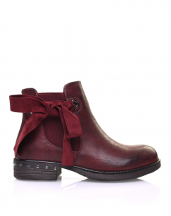 Bottines bordeaux à noeud et oeillets