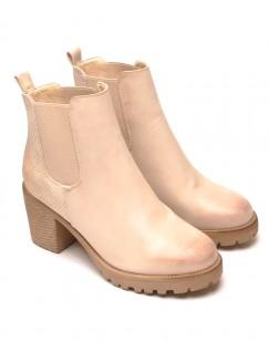 Magnifiques Chelsea boots beige effet patiné à l'avant