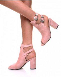 Sandale à talons roses ajourés en suédine