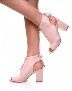 Sandales beiges à talons à fermeture avant