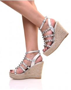 Sandales compensées argentées cloutées
