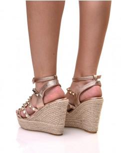 Sandales compensées cuivrées cloutées