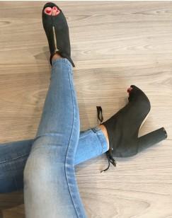 Sandales kaki à talons en suédine