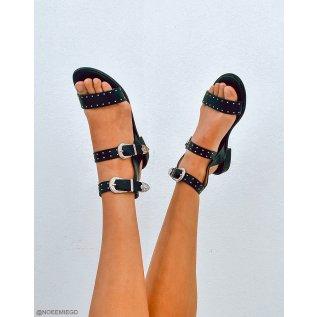 Nu-pieds noirs à détails cloutés