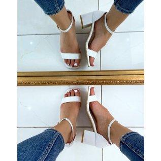 Sandales blanches effet croco à petit talon