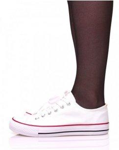 Baskets en toile blanches à lacets blancs et liserés rouges