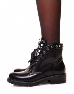 Boots noire à lacet épais à perles