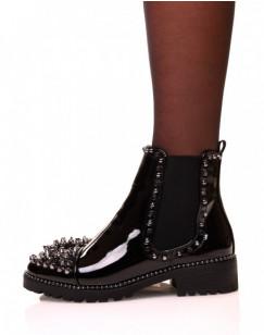 Chelsea boots noires vernies ajourées de clous