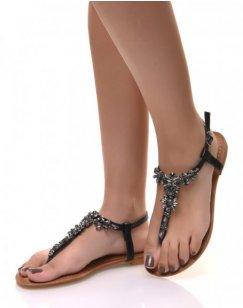 Nu-pieds noirs ornée de bijoux à reflets colorés
