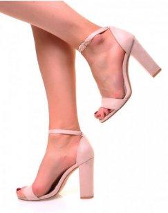 Sandales beiges en suédine à talons carrés et fines brides