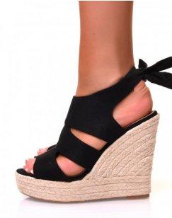 Sandales en suédine noire à talons compensés