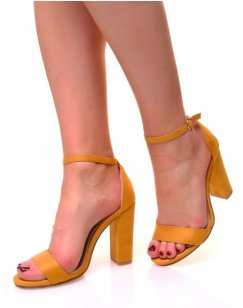 Sandales moutarde en suédine à talons carrés et fines brides